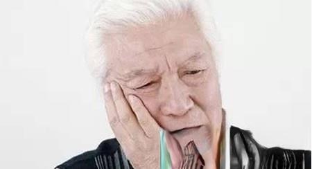 八角粉当烟吸治虫牙痛(火牙无效)13例均已痊愈